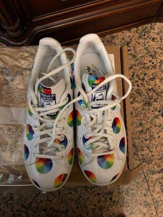 🚚 Adidas Stan Smith Leather Sneakers with Circle Rainbow Print