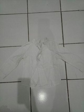 kemeja putih dasi kupu-kupu
