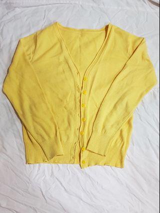 鵝黃色針織衫外套