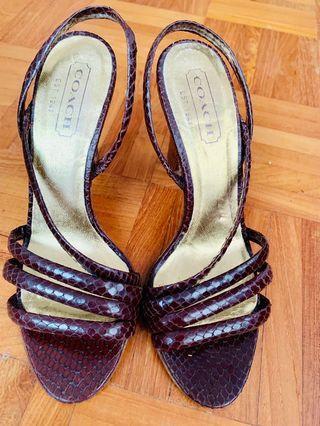 🚚 Coach leather heels US5.5B