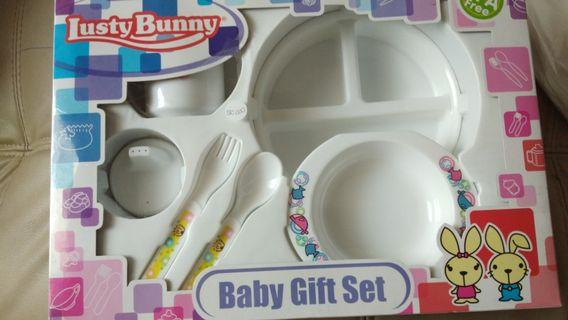 Lusty Bunny Feeding Set