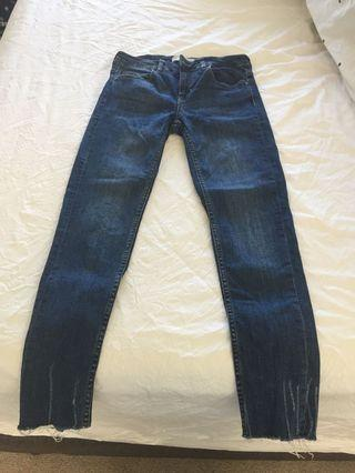 Zara Blue Jeans with Distressed Bottoms Size 6