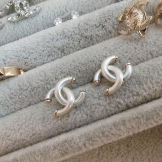 chanel 珍珠母貝光澤 耳環