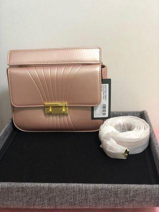 🚚 Brand new Pero handbag size xs