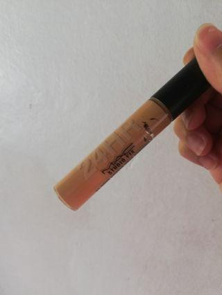 MAC STUDIO FIX 24 HR SMOOTH WEAR CONCEALER NC35