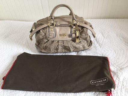 Coach bag with strap, with a little sign of usage