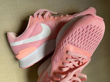 Nike ladies sports shoes