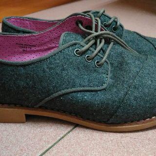 二手 TOMS 灰色低跟鞋 W6