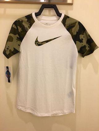 Nike迷彩短袖T shirt