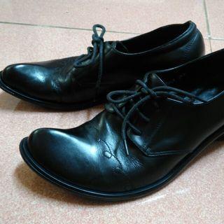 🚚 二手 黑色皮跟鞋