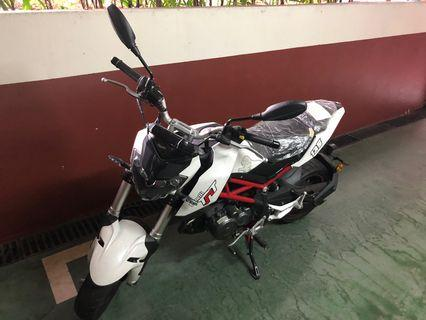 Practice 135cc Benelli TNT Mbike - Reduced