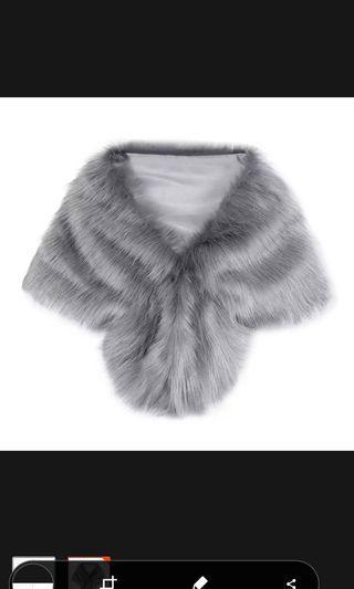 🚚 Grey fox fur shawl