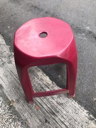 紅色塑膠椅