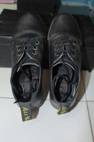 Sepatu DM kulit