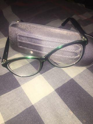 Kacamata, frame kacamata, dari optik melawai. sumpah cuman kepakai seminggu karna udh beli lagi yang baru