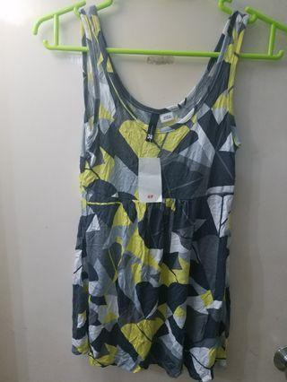 清屋 H&M 女装背心 不規則圖案  得一件 有些少up味 買任何野免費送此衫  見面交收 郵寄加$5