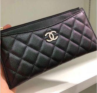 🦄🔥BNIB! CHANEL 19S Black Iridescent Phone & Card case