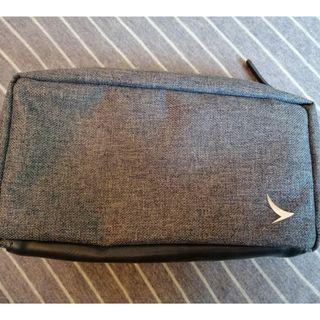 包郵 全新 國泰航空 商務艙 過夜包 化妝SEVENTY 袋 筆袋 EIGHT PERCENT Cathay Pacific Night Kit