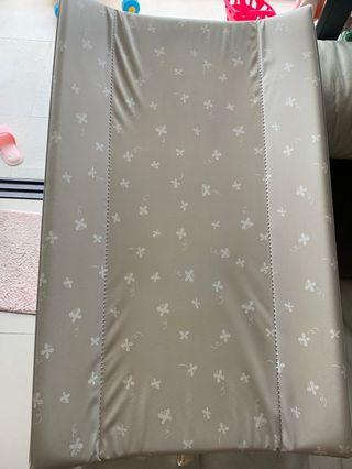 Changing mat baby cot