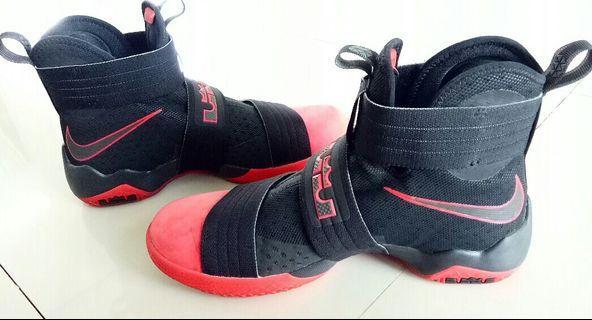Sepatu Nike Lebron James Soldier X