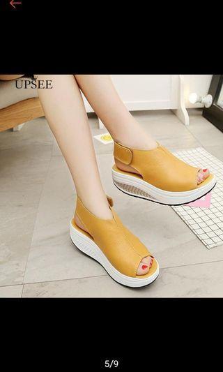 Brand new black open toe sandals