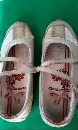 🚚 Skechers
