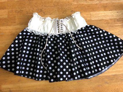 黑底白波點短裙