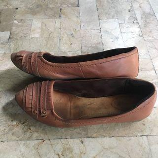 Hush Puppies brown leather flats