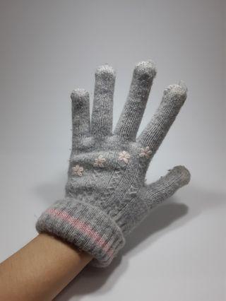 🚚 灰色手套