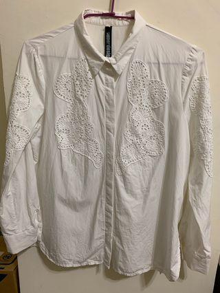 🚚 白色雕花襯衫