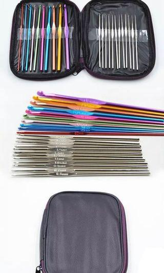 🚚 22 crotchet knitting needles in pouch