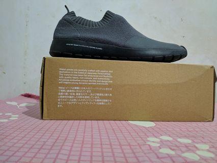 Sepatu Wakai Gyou Grey Black