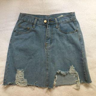🚚 ripped demin skirt