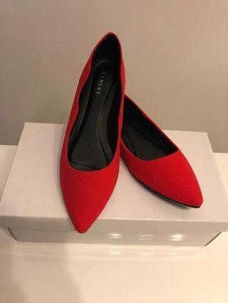 Red Shoes #mrtsengkang #mrthougang #mrtpunggol #mrtraffles