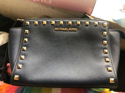 Michael kors michaelkors 99%new dark blue navy 鍋釘斜咩袋 crossbody bag