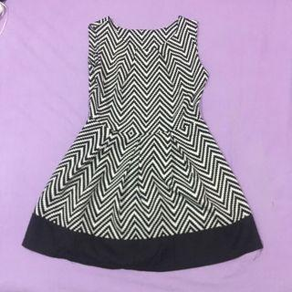 Dress Motif Monochrome #mauthr