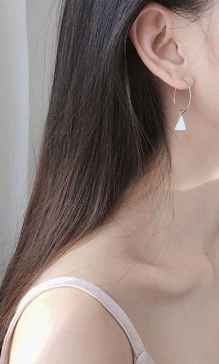 TRIANGLE CURVE EARRING