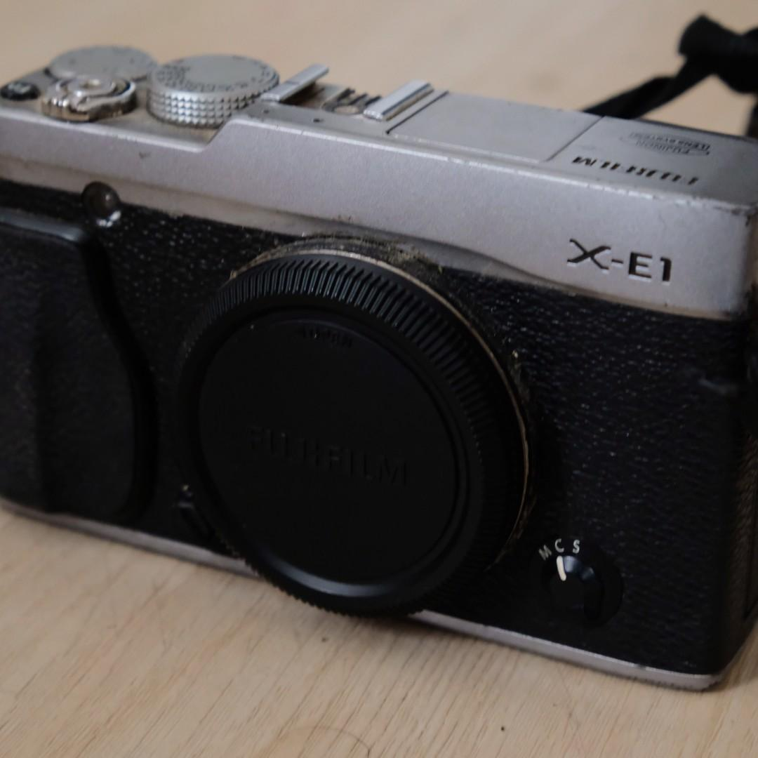 Fujifilm XE-1 Body only + Leather Strap