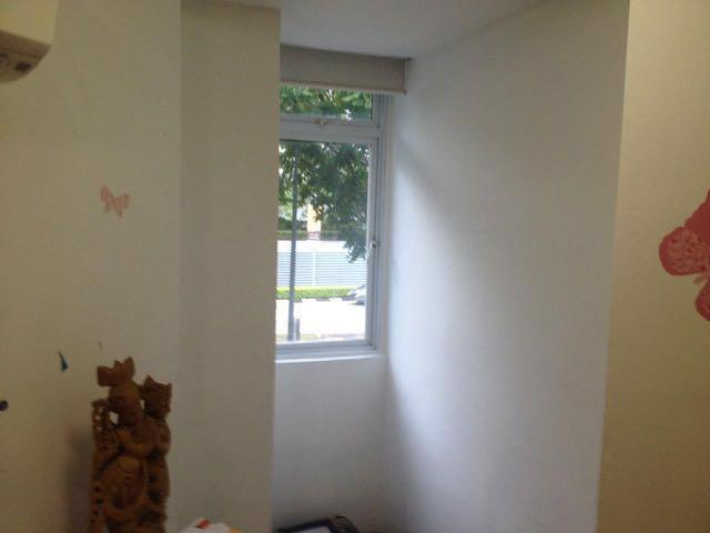 Holland Village Premium Room. Swimming pool. Next to MRT. 24/7 groceries nearby.