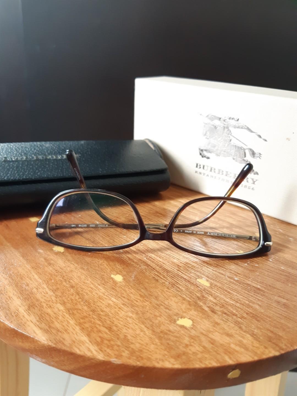 Kacamata Burberry