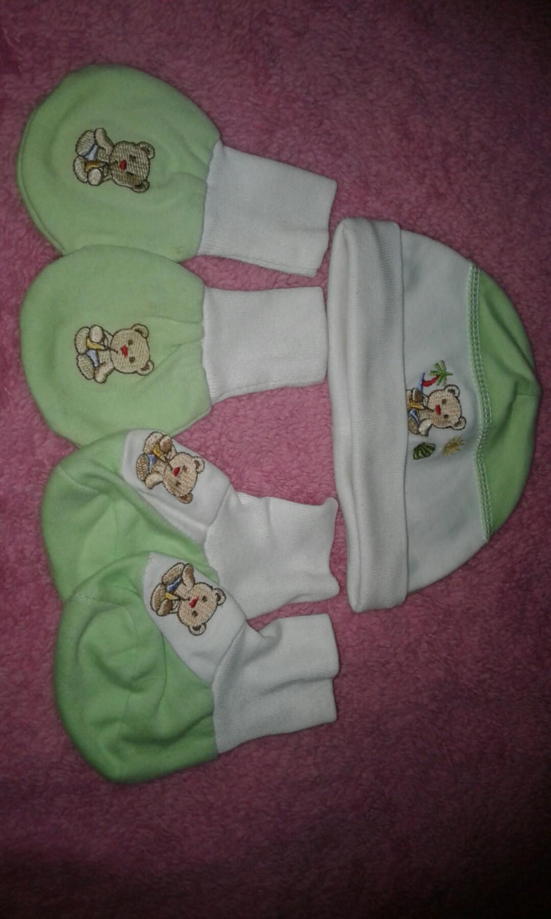 kupluk n sarung tangan kaki bayi