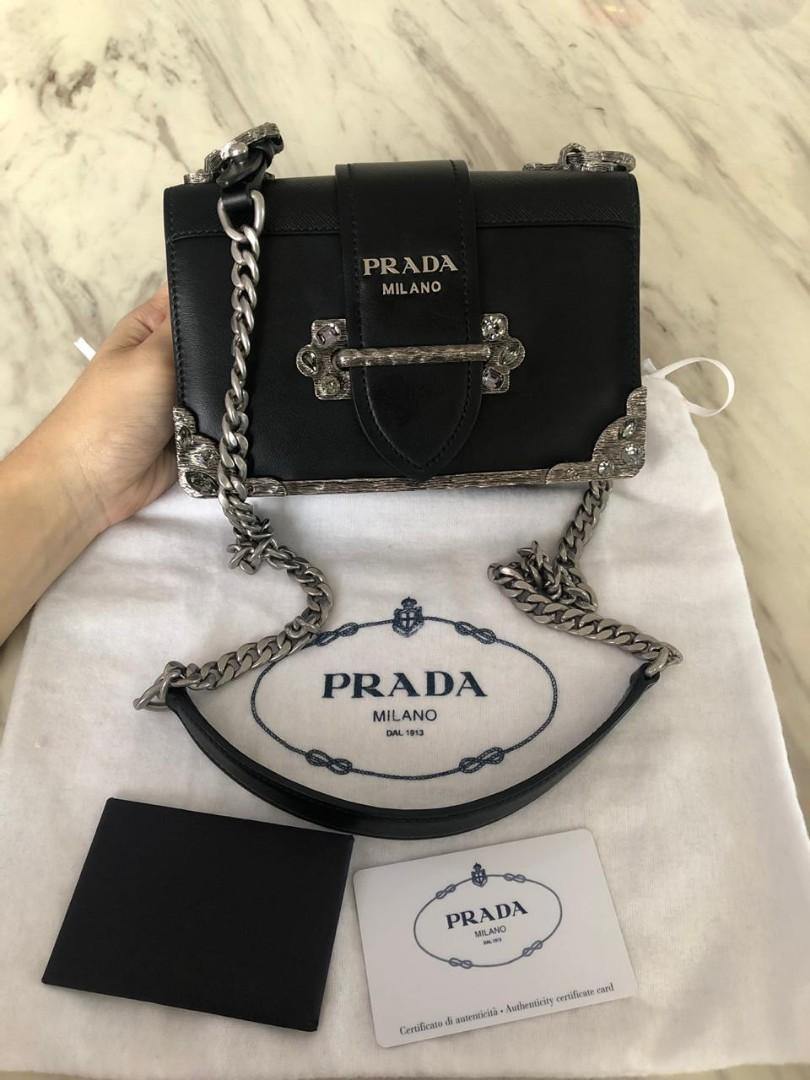 #mauthr VGC Preloved Prada Cahier Nero 18x14cm Comes With Dustbag and Card ❤❤ super cantik 😍😍