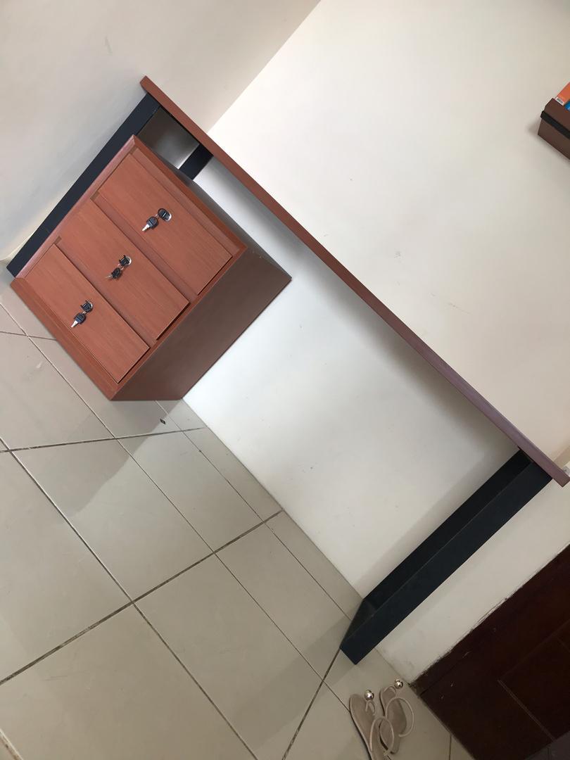 Meja belajar / meja kantor / meja rumah