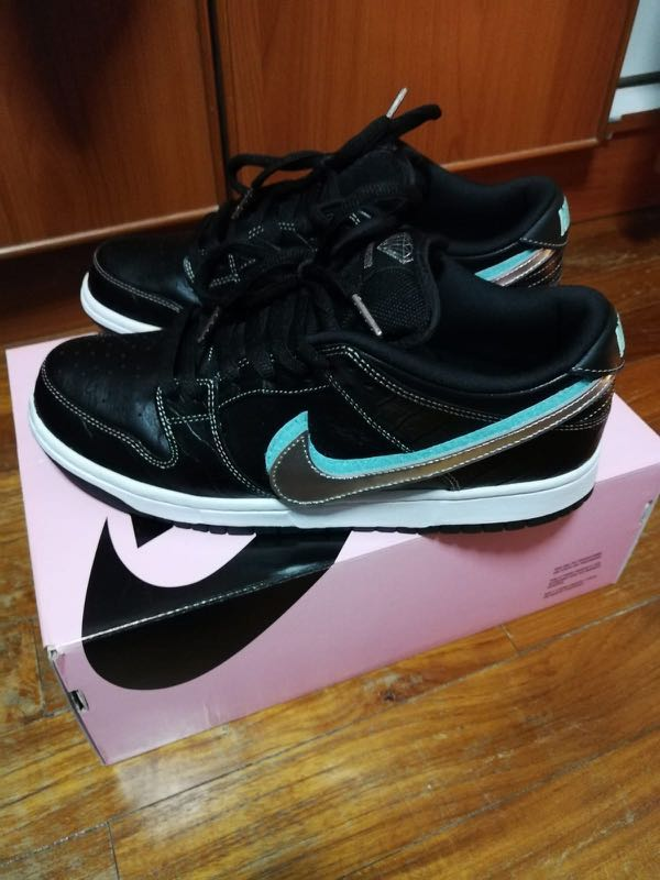 7b64126287 Nike SB dunk low diamond size us10, Men's Fashion, Footwear ...