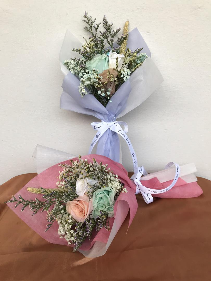 Preserved dried flower bouquet
