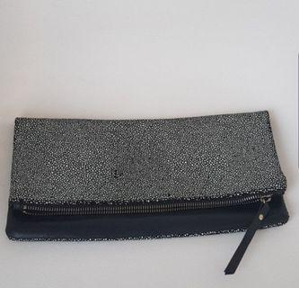 Banana Republic Black Clutch #mauTHR
