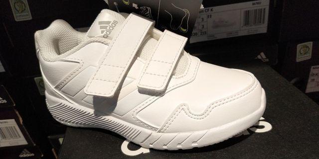 正版 Adidas 返學白鞋 全白 合幼稚園 K1 K2 K3 小一 體育堂 not kaws uniqlo Dr Kong
