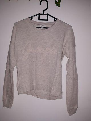 Sweater abu abu muda