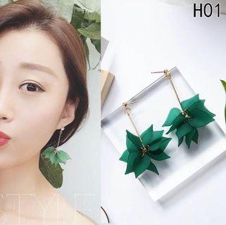 READY STOCK Korean earrings / leaf earrings