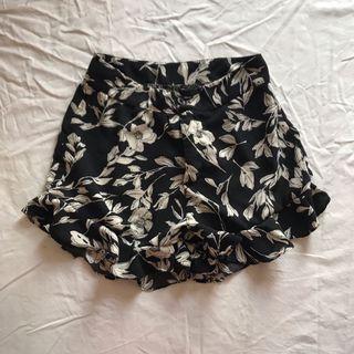 Floral Shorts 花花短褲 木耳邊 荷葉邊短褲 裙褲